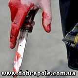 «Кровавая баня» средь бела дня: в Константиновке отморозок хотел зарезать человека прямо на улице