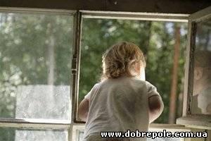 В Харькове трехлетний мальчик на глазах у матери выпал из окна девятого этажа